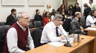 En el banquillo. César Frate (a la izquierda) había amenazado con saltar al vacío junto a su hija de 4 años.