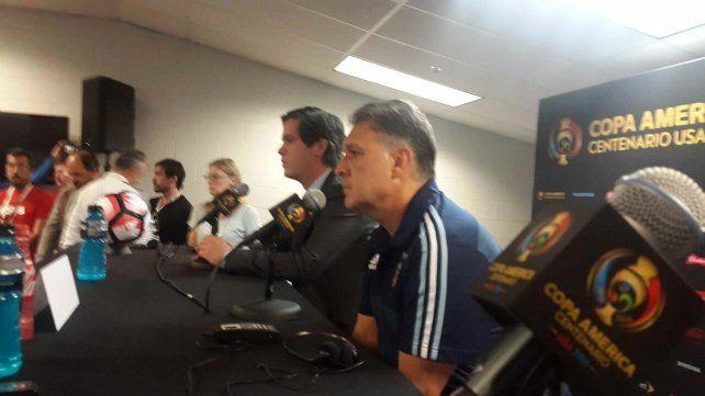 Martino durante la conferencia de prensa de esta mañana en Chicago.