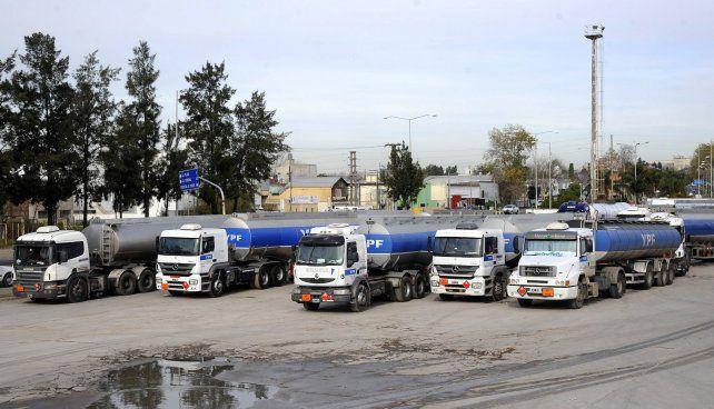 medidas. Los camioneros pararon la rama de distribución de combustibles.