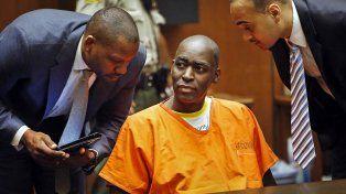 Michael Jace dialoga con sus abogados durante una de las audiencias del juicio.