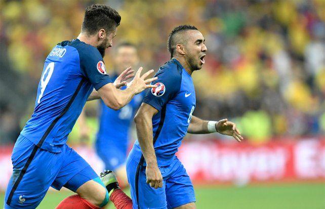 Payet convirtió el agónico gol del triunfo de Francia en el debut.