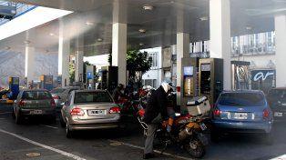 Ansiedad. Los automovilistas se volcaron a las estaciones de servicio