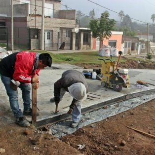 En obra. Los trabajos de pavimentación experimentaron un notorio avance.