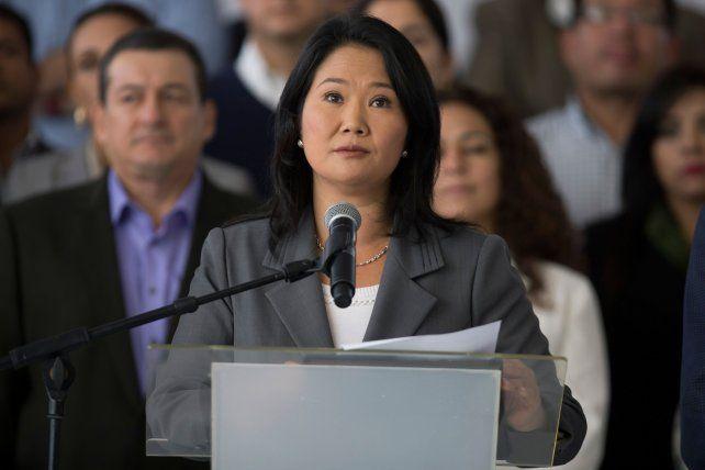 Admisión. Keiko Fujimori leyó su reconocimiento de la derrota rodeada de sus 73 diputados