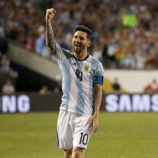 Messi le dedica el golazo de tiro libre al público presente en Chicago.