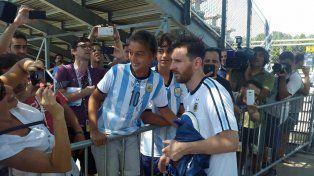 Messi posa para las selfies en Chicago.