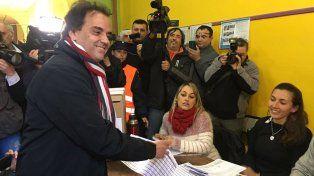 El candidato del peronismo al momento de efectuar su voto en Río Cuarto.