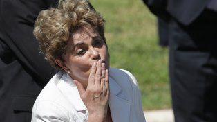 adiós. El 12 de mayo Dilma abandona el palacio presidencial luego de ser destituida temporalmente por el Senado.