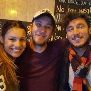 Pampita, Pico Mónaco y el dueño del restaurante donde cenaron el sábado.