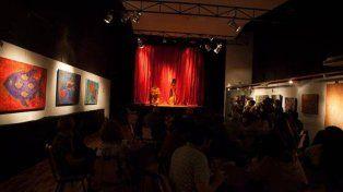 Una sala de teatro entrega frazadas a los espectadores por el tarifazo en la boleta de luz