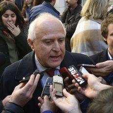 El gobernador Miguel Lifschitz dialogó con los periodistas tras un acto en Ciencias Económicas.