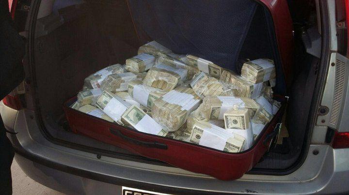 Con máquinas y a mano terminaron de contar el dinero que le encontraron a José López