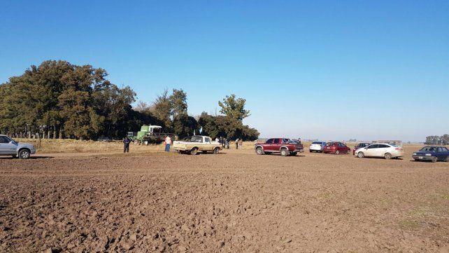 Decididos. Los manifestantes bloquearon el ingreso de las cosechadoras y frenaron una decisión judicial.
