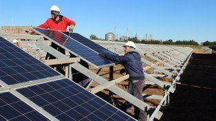 En obra. La planta trabajará con 5.500 paneles de alimentación.