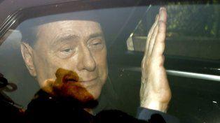 El ex primer ministro italiano Silvio Berlusconi se recuperaba ayer tras haber sido sometido a una operación a corazón abierto.