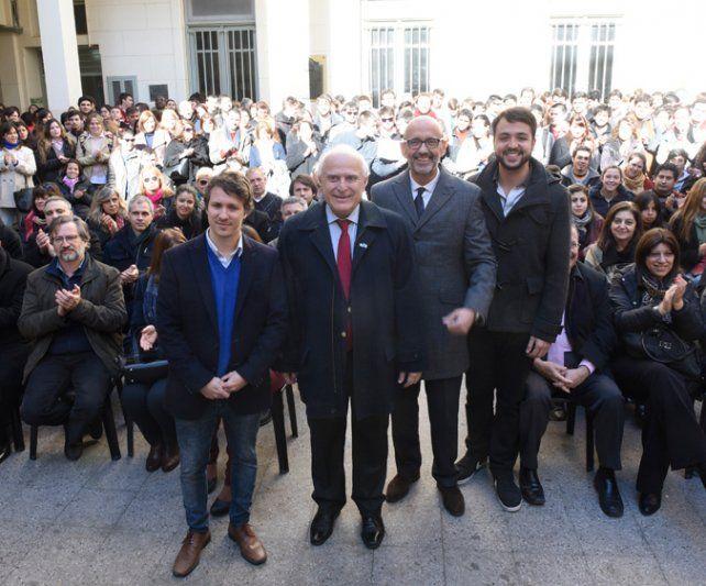 Lanzamiento. El gobernador presidió ayer la presentación de las becas.