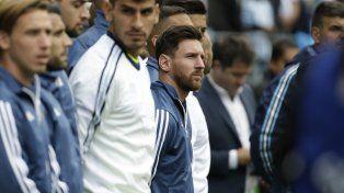 Por tercera vez consecutiva, Lionel Messi empezó el partido sentado en el banco de suplentes