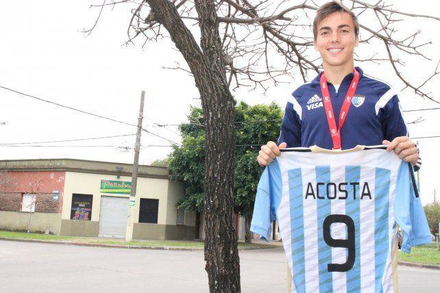 A Nicolás le dieron la camiseta que corresponde a los artilleros y respondió con siete goles en el campeonato.