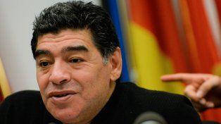 Maradona dijo que tiene que estudiar los pro y los contra de la liga pero que el torneo no le convence.