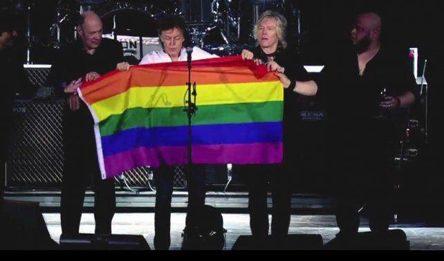 El cantante Paul McCartney le rindió tributo a las víctimas del atentado en el bolilche gay Pulse