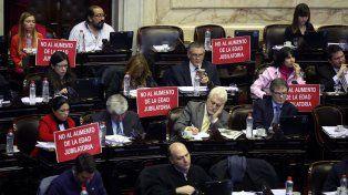 Concentrados. Los legisladores discutían anoche