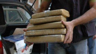 Detuvieron a dos personas y secuestraron una treintena de panes de marihuana en Santa Fe