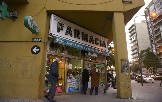 Pellegrini y Laprida. Uno de los comercios donde se cortó la entrega de medicamentos a los abuelos.