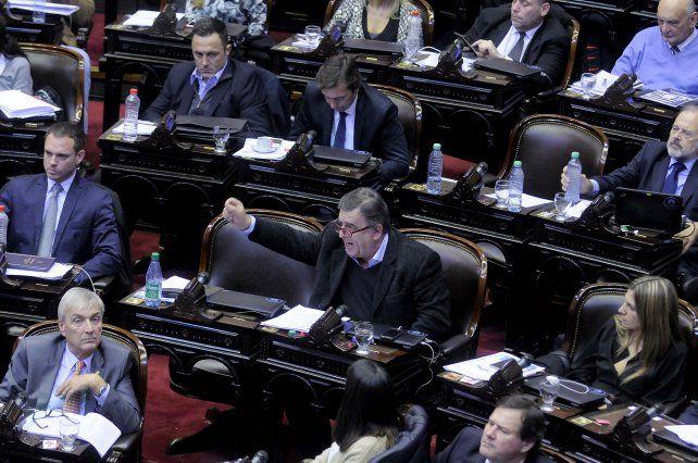ley ómnibus. La sesión parlamentaria de ayer duró quince horas.