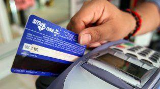 off line. El acusado rayó su tarjeta e hizo que le vendieran con tickets manuales.