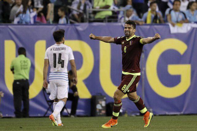 Grito. Tomás Rincón celebra en la sorprendente victoria sobre Uruguay.