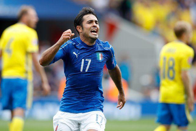El brasileño nacionalizado italiano Eder festeja su gol