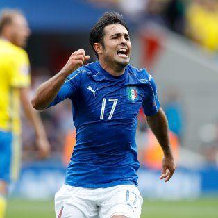 El brasileño nacionalizado italiano Eder festeja su gol, el del triunfo ante Suecia.