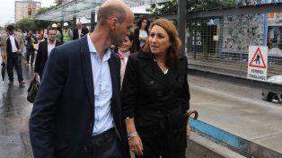 Encuentro. Fein y el ministro de Transporte Dietrich recorriendo obras