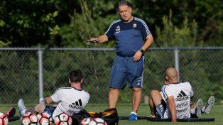 Martino tiene casi definido el equipo para enfrentar a Venezuela.