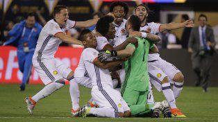 Gracias a vos. Los jugadores cafeteros celebran con Ospina