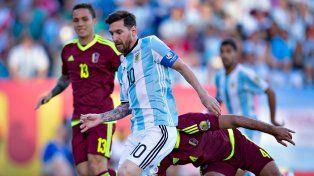 Messi metió una gran asistencia para el 1-0