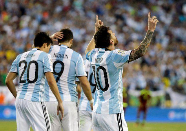 Messi alcanzó a Batistuta en la lista de máximos artilleros del seleccionado argentino.