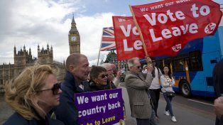 Nacionalistas. Los británicos que promueven la salida de su pais del bloque europeo hacen campaña en Londres.