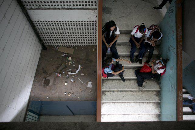 Educación en ruinas. Jóvenes esperan por sus profesores