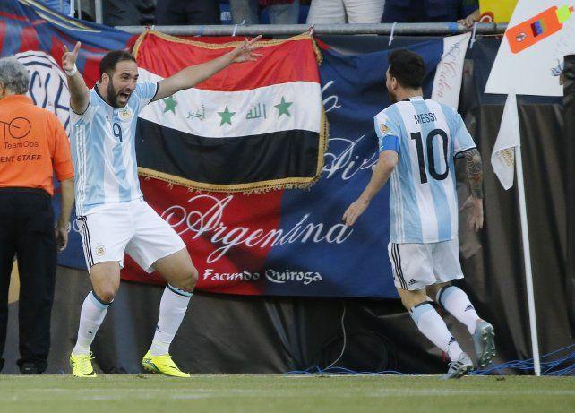 Se sacó la mufa. El Pipita Higuaín marcó sus dos primeros goles en la copa.