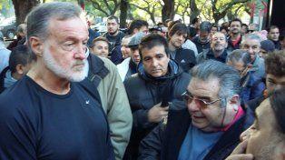 Rafael Bielsa se acercó muy temprano a votar.