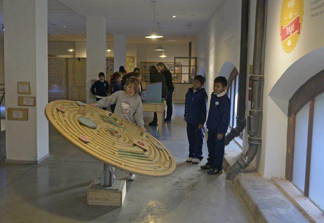 Los chicos son protagonistas en el museo.