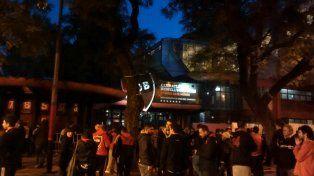 Miles de fanáticos aguardan por el resultado de los comicios en Newells.