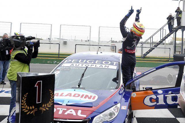 El piloto de Capitán Bermúdez se quedó con la victoria sobre el final en Termas de Río Hondo.