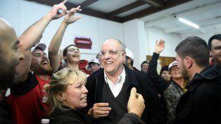 Bermúdez celebra minutos después de consagrarse ganador de las elecciones.