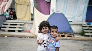 en peligro. Chicos sirios refugiados en un campamento en Medio Oriente.