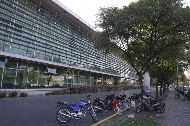 El muchacho baleado en Centeno y Castellanos murió dos horas después en el Hospital Clemente Alvarez.