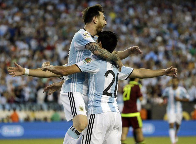 El gol número 54. Messi convirtió de zurda