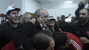 Euforia.Los seguidores de Bermúdez celebran la victoria del histórico dirigente.