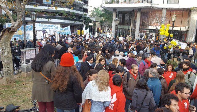 La multisectorial contra el tarifazo concentró en Plaza Pringles.